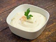 Рецепта Обикновен млечен сос за дюнер или пица с чесън